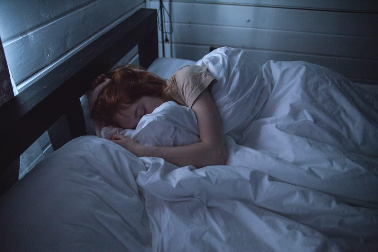 enfant qui dort bien en hiver