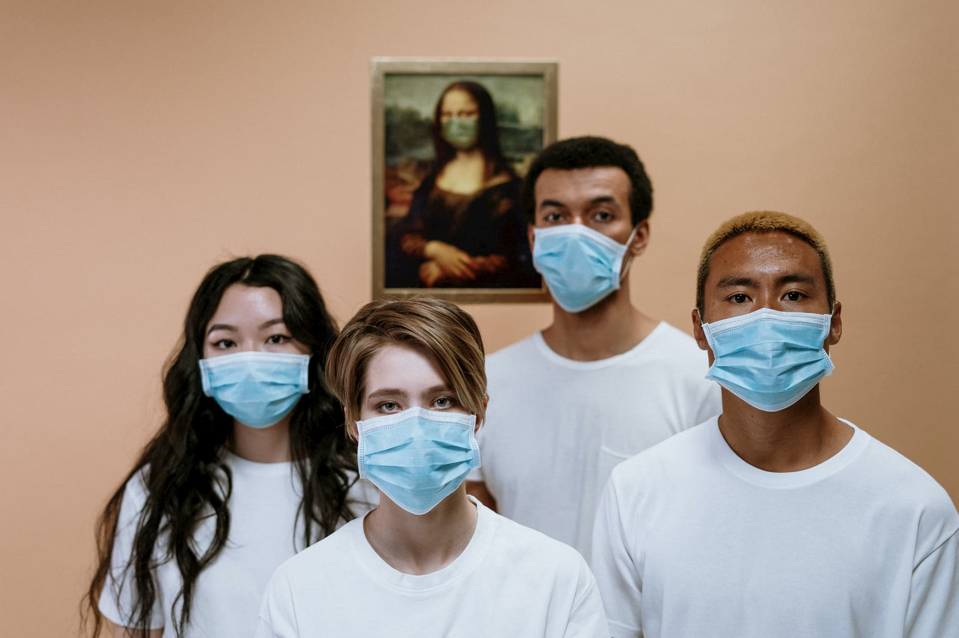 Jeunes portant masque covid-19
