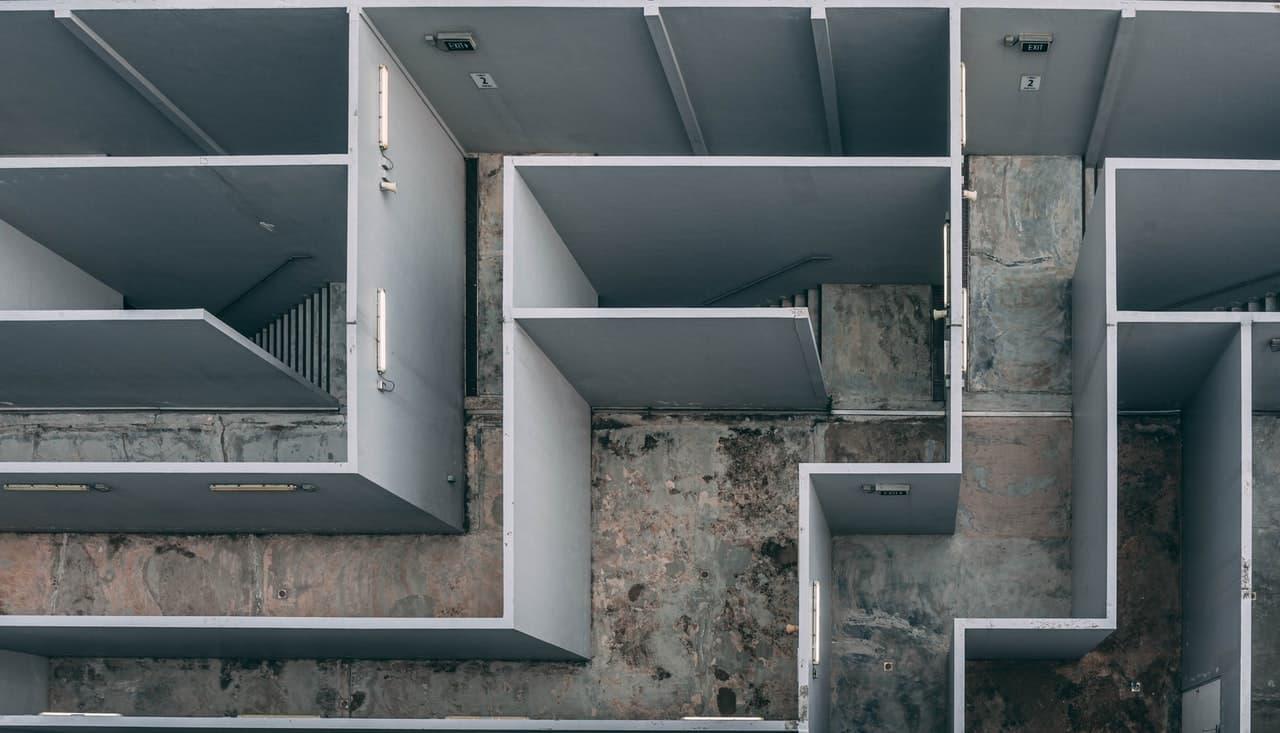 labyrinthe au sein d'un bâtiment